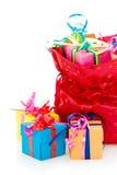 мешок кладет красный цвет в коробку подарка Стоковая Фотография RF