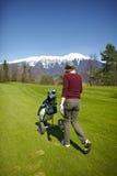 мешок golf ее нажимая женщина вагонетки Стоковые Изображения RF