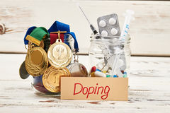 Медали, лекарства и карточка стоковая фотография