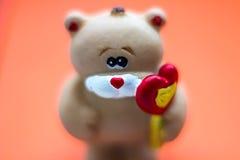 Медведь с сердцем вектор Валентайн иллюстрации дня пар любящий Стоковая Фотография RF