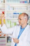Медицина аптекаря контролируя Стоковые Фото