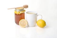 Медицина гриппа - травяной чай с медом & лимоном стоковые изображения rf