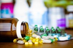 Медицина или капсулы Рецепт лекарства для лекарства обработки Фармацевтический medicament, лечение в контейнере для здоровья Phar стоковые изображения rf