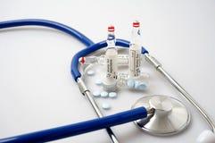 Медицина и стетоскоп Стоковая Фотография
