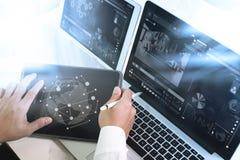 Медицинская концепция технологии сети Рука доктора работая с ste Стоковое Изображение RF