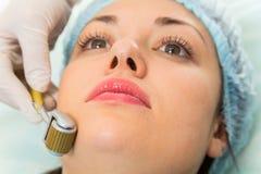 Медицинская косметическая процедура стоковые изображения rf