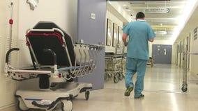 Медицинская прихожая больницы пропуска члена команды сток-видео