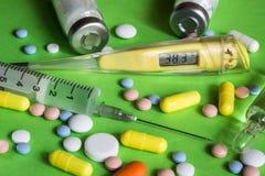 Медицинская температура термометра балерины медицины шприца состава, пестротканая Стоковое фото RF