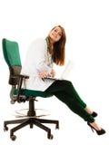 Медицинские Доктор женщины работая на компьтер-книжке компьютера Стоковое фото RF