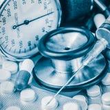 Медицинские инструменты тонизированные в сини Стоковое Фото
