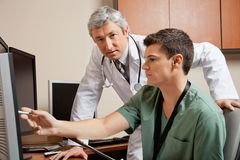 Медицинские коллеги работая на клинике Стоковое фото RF
