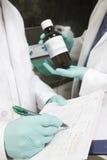 Медицинский персонал с лекарствами и документами стоковая фотография rf