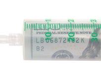 Медицинский шприц заполнил с долларами, концепцией оплаченной медицины Стоковые Изображения
