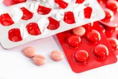 Медицины в пакетах волдыря изолированных на белой предпосылке Стоковая Фотография