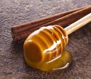Мед и циннамон Стоковое Изображение
