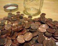 Медные пенни, американские деньги, лишняя замена, монетки одного цента, собирать монетки Стоковое фото RF