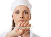 Медсестра доктора держа изолированный термометр, Стоковое Изображение