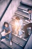 Медсестры и доктор говоря на лестницах Стоковое Фото