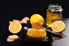 Мед с лимоном и имбирем Стоковые Изображения