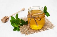 Мед с мятой Стоковые Фото
