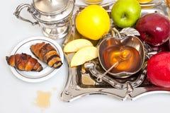 Мед с яблоком для Rosh Hashana Стоковые Изображения