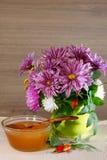 Мед цветка и букет хризантемы Стоковое фото RF