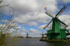 Мельницы ветра Zaanse Schans голландские - Нидерланды Стоковая Фотография RF