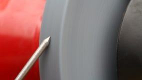 Мелющ ноготь металла видео- с звуком видеоматериал