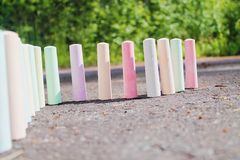 Мел для крася стойки на асфальте Стоковое Изображение RF