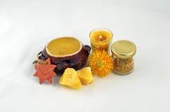 Мед, beeswax, цветень пчелы и свеча Стоковое Изображение RF