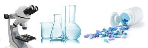 Микроскоп, химическое стеклоизделие и таблетки иллюстрация вектора