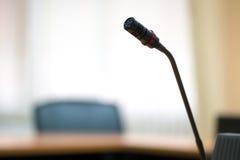 Микрофоны конференции в конференц-залах Стоковые Фотографии RF