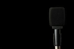 Микрофон аппаратуры на черной предпосылке Стоковые Фото