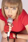 микрофон девушки Стоковая Фотография RF
