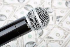 Микрофон и деньги Стоковое Изображение