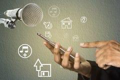 Микрофон концепции с мультимедийной технологией Стоковая Фотография RF