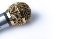 Микрофон на белом конце-вверх предпосылки Стоковое Изображение RF