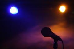 Микрофон на концерте стоковая фотография rf
