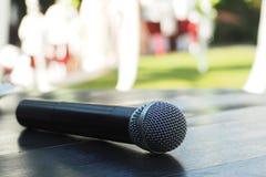 Микрофон на таблице Стоковое Изображение