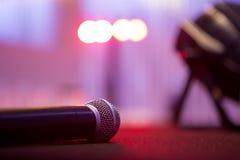Микрофон на этапе стоковая фотография rf