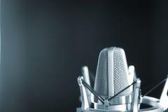 Микрофон voiceover студии Стоковое Фото