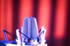 Микрофон voiceover студии Стоковое фото RF