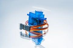 Микроэлектронные игрушки роботов управлением сервомотора Стоковая Фотография