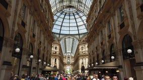Милан, Италия Известный торговый центр Vittorio Emanuele II и одного знаменательной вехи в Милане сток-видео