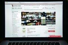 Милан, Италия - 10-ое августа 2017: Вино домашняя страница вебсайта com Оно Стоковое Фото