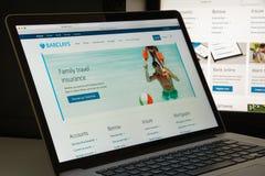 Милан, Италия - 10-ое августа 2017: Домашняя страница вебсайта банка Barclays стоковые изображения rf