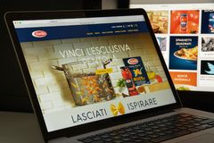 Милан, Италия - 10-ое августа 2017: Домашняя страница вебсайта Barilla Оно стоковая фотография