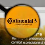 Милан, Италия - 10-ое августа 2017: Континентальный логотип на вебсайте стоковая фотография rf