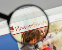 Милан, Италия - 10-ое августа 2017: Логотип еды цветков на websit Стоковые Фотографии RF