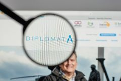 Милан, Италия - 10-ое августа 2017: Логотип фармации дипломата на мы Стоковое Фото